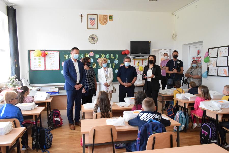 Provoga dana škole grubišnopoljske prvašiće posjetili župan M. Marušić i gradonačelnik M. Mađeruh