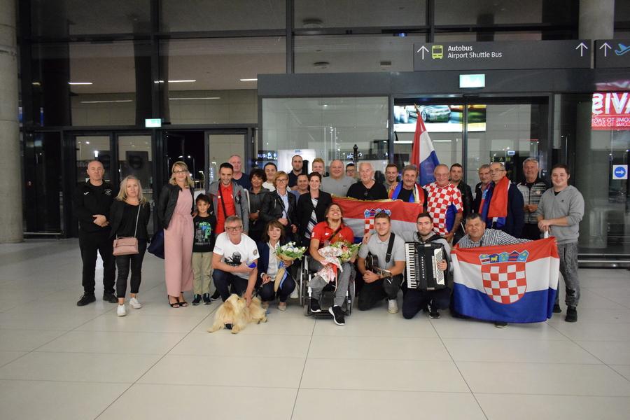 Grubišnopoljci u Zagrebu dočekali brončanoga Denija Černija i njegova trenera Borisa Kljaića