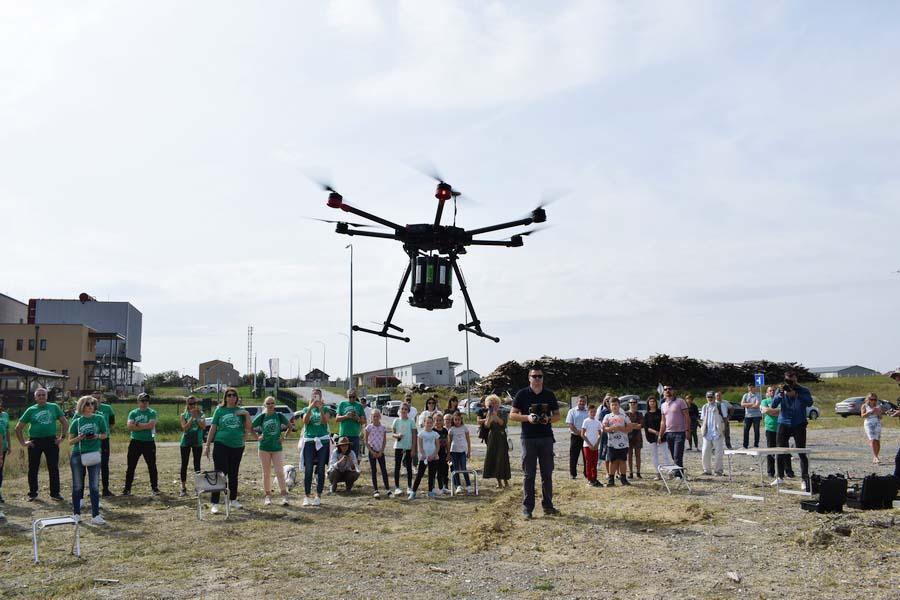 U Grubišnom Polju održano probno pošumljavanje dronom, jedinstveno u Hrvatskoj, a i svijetu