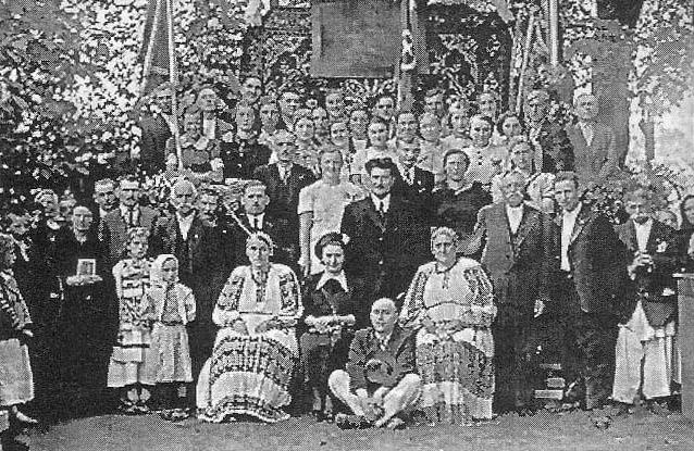 Za posljednjega boravka u G. Polju (desno u narodnoj nošnji) s članovima društva